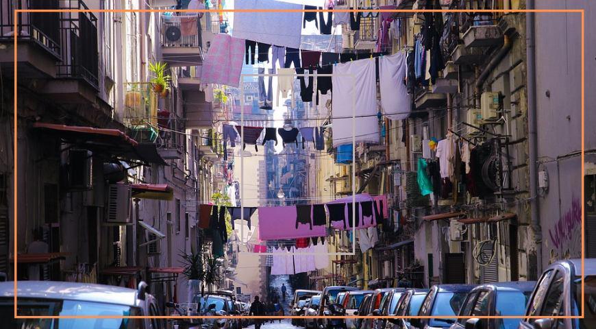 """lla scoperta dei """"Bassi di Napoli"""" chi ci viveva anticamente?"""